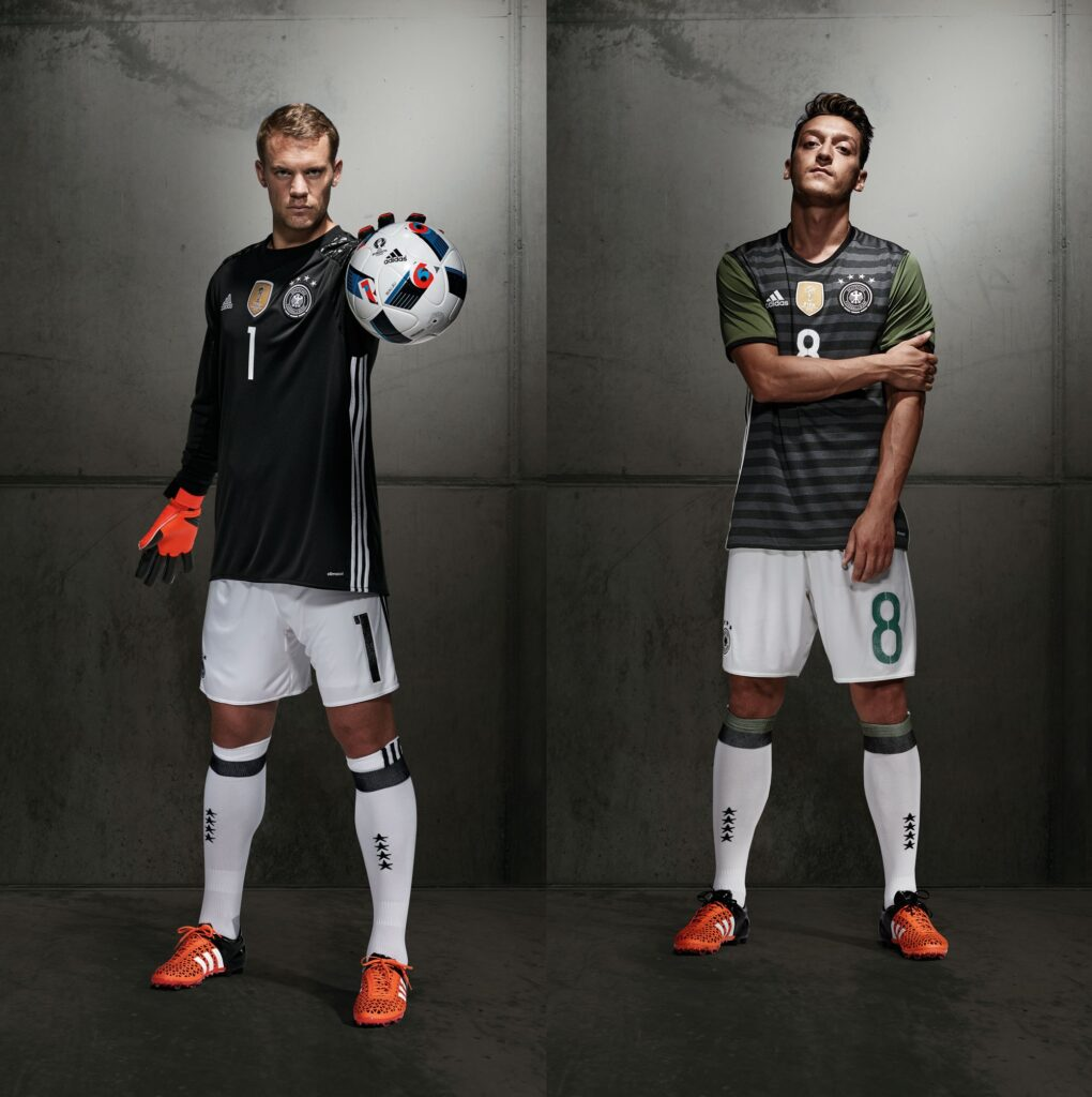 FO_DFB_Neuer_single_Player_Away_Full-horz