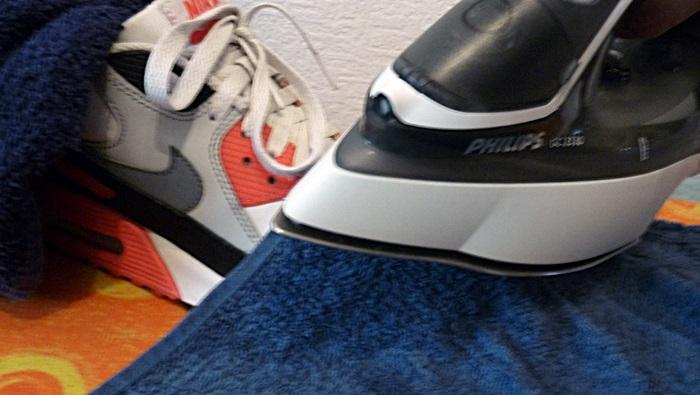 Knitterfalte Sneaker bügeln